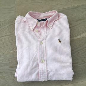 Polo Ralph Lauren shirt with long sleeve. In very good condition