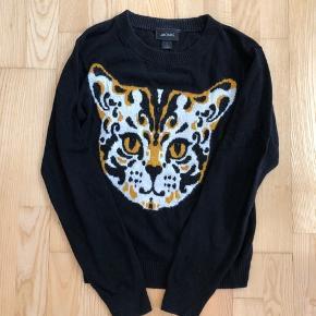 Fineste sorte strik bluse med det smukkeste tigerprint  Afhentes 8000 Aarhus C  Eller sendes med Dao for 38kr.