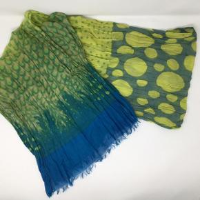 100% bomuld, aflangt tørklæde med prikker 178 x 52 cm Kan sendes som brev for 20,-