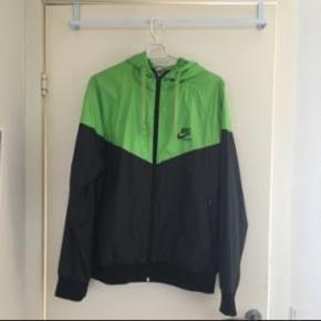 Neon grøn Nike jakke i str 176