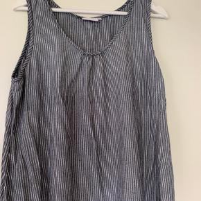 Sød ærmeløs blå og hvidstribet tunika/kjole