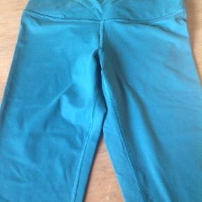 High waisted size small short leggings.  The length is almost normal length.  It may fit above the ankle or less on someone taller.
