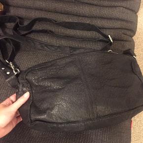 Super flot nunoo alimakka taske i sort læder.