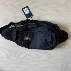 Helt ny Mads Nørgaard taske. Den er ikke taget i brug og fejler ikke noget! Np var 600kr, er åben for bud. Kan både bruges til kvinder og mænd