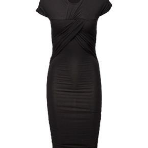 Brush Dress fra Stine Goya.  Nypris: 1300 eller 1400 Har også kjolen i en brun/grå/orange  Rabat ved flere køb hos mig