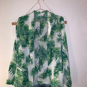 Fin blazer med palmemønster fra Moss, den er brugt nogle gange men i fin stand🌸 - kom gerne med et bud