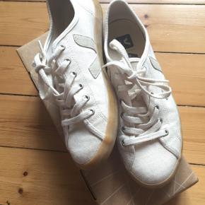 VEJA TAUA CANVAS X INDUSTRY CRU NATURAL sneakersStr. 41 Kvittering haves.  Afhentes Kbh Sv eller sendes forsikret med DAO.