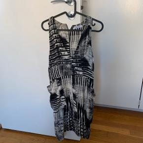 Stribet sort og hvid V neck  Størrelse xs - s  Fest , galla    #30dayssellout #trendsalesfund Vila , envii , h&m , monki , selected femme , zara