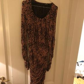 Smuk Stine Goya kjole, brugt max 4 gange. Fejler ingenting. Nypris 1700kr