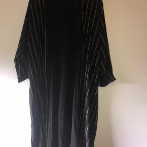 Yessica kimono/cardigan Bytter ikke