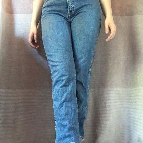 Fede wrangler jeans i en str. 32/30, passer en str. S