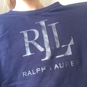 Sælger denne Ralph Lauren trøje. Den er en small, men oversize i størrelsen.  Np: 800🙈