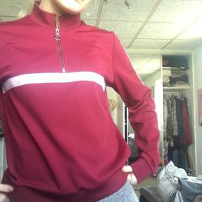 Nice tracksuit trøje i str L men kan sagtens passes af en s-m