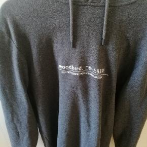 Fed Woodbird hættetrøje som kostede 500 kr. Den er prøvet på et par gange - men aldrig brugt. Sælger da jeg stort set kun bruger min Nike hættetrøje, og derfor ikke får brugt trøjen.