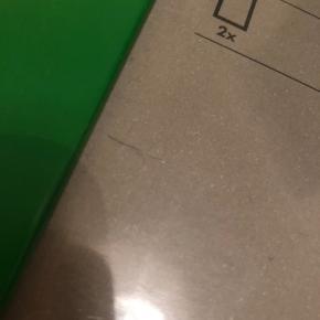4 rammer; - 21 x 30 cm 2 stk - 13 x 18 cm 2 stk Den ene af de små rammer har en lille flænge i plastikken som vist på billedet. Afhentes i Odense C.