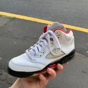 Lækre Jordan 5 firereds Eftertragtet model God stand med få tegn på slid