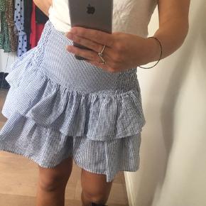 Fin nederdel fra nelly. Størrelse small. Ikke brugt specielt meget.