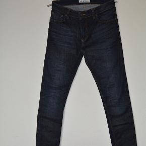Sælger disse fede jeans fra Just Junkies med stretch.  Model: Sicko.  Str. 33/34  Livvidde 84 cm og skridt-længde 86 cm.   98% bomuld 2% elastik  Som afbilledet  Stand: super stand