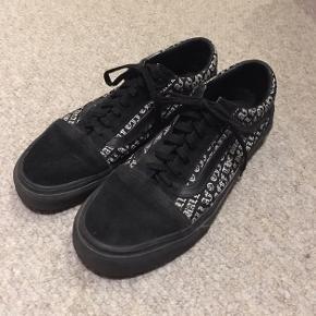 Sælger disse Vans i str 38. Skoene har næsten ikke været brugt og er derfor i rigtig god kvalitet