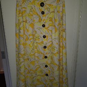 Super fed nederdel fra Selected Femme. Kun prøvet på - aldrig brugt. Nypris 600 kroner