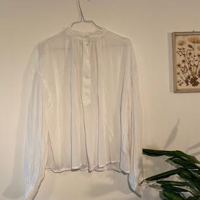 Fin skjorte med ballonærmer fra H&M