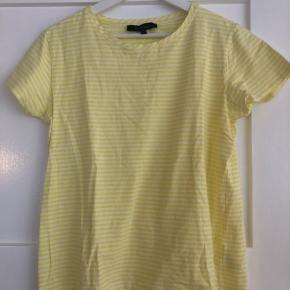 Sød stribet t-shirt.   Bytter ikke.