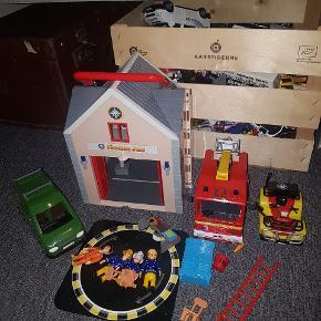Brandman Sam - en masse legetøj. Hus, brandbil , håndværker bil ATV og figurer samt møbler