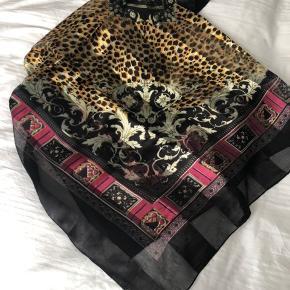 Lækkert stort silke tørklæde.