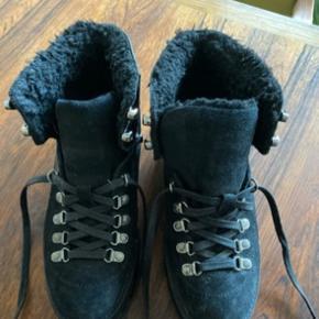 Helt nye sko - køb for små.  Str. 7 - 38-39 Måler 24-24,5 i indvendig længde