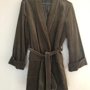 Fløjls-kimono fra Y.A.S Foret Bælte i taljen 2 skrålommer  Aldrig brugt