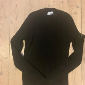 Stone Island Sweatshirt   Cond 9  Størrelse Medium  Der medfølger intet OG udover qr kode