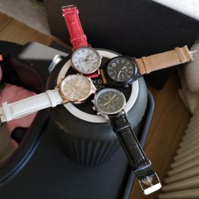 Diverse nye og ubrugte Quartz ure sælges billigt til 40,- pr stk. prisen er 49,- inkl porto.  Der er nye batterier i alle ure og alle virker som de skal.