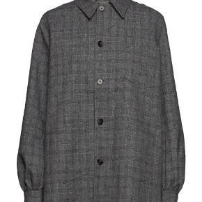Rigtig fin jakke fra Ganni. Brugt en enkelt gang. Nypris 2100.