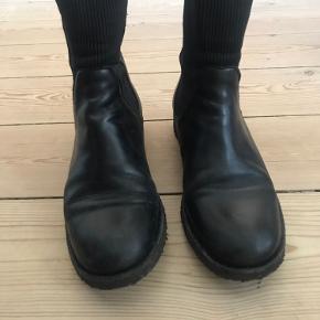 Jeg sælger mine smukke Angulus støvler. Så behagelige at have på. Jeg har brugt dem max 10 gange.