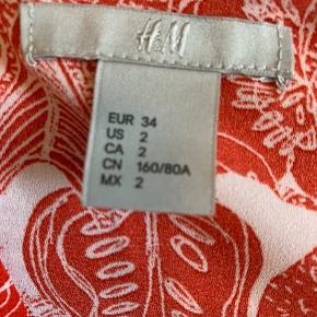 Brugt få gange! Fitter xs/s  Andre mærker jeg sælger: H&M, Zara, Bershka, Ganni, Nike, Converse, Monki, Vero Moda, Anna Field💕