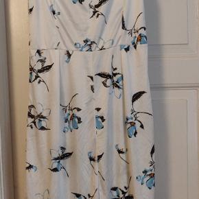 Cute dress with matching belt