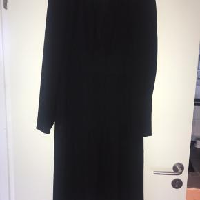 Lækker kjole fra Mads Nørgaard - lille i størrelsen