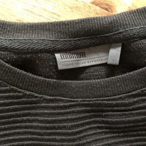 Super udsalg.... Jeg har ryddet ud i klædeskabet og fundet en masse flotte ting som sælges billigt, finder du flere ting, giver jeg gerne et godt tilbud..............  * Skøn Minimum bluse str S