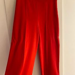 Helt nye bukser fra Zara, aldrig brugt.
