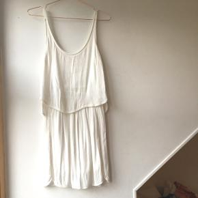 White layered dress. Size S. Purchased in Forever 21 but tag has been removed.