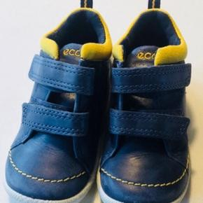 Super sød blå/gul sko  Nypris 550kr 14 cm indvendig mål