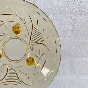 Mørk gul skål til smykker, små nips eller snacks. Ø14