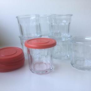 Søde franske marmeladeglas, opbevaringsglas med tætsluttende låg. 8 stk. pr. stk. 15,- kr. samlet 100,- kr.