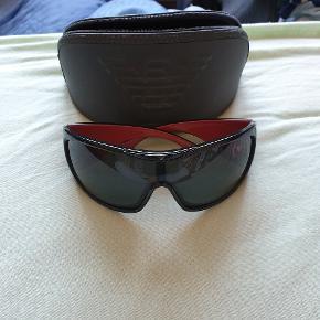 Virkelig fede solbriller fra Armani. Brugt en måneds tid. Ingen ridser.
