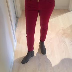 Super fede bukser fra mos mosh. Model: sumner, str. 27. Farve: cherry med 7/8 længde😊