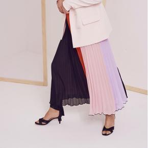 colour blocking nederdel fra InWear Elastisk talje.  Str 40  Nypris 999.95