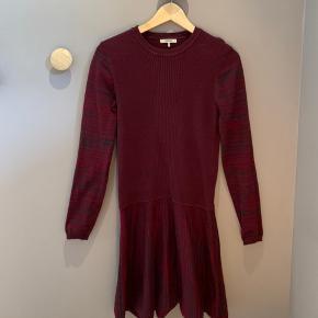 Sælger denne lækre Ganni kjole da jeg desværre ikke får gået med den
