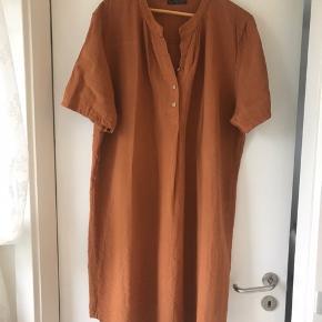 New Wear / Skjorte tunika.  Aldrig brugt.  Bryst 2x65 cm  Længde 105 cm Pris; 150 kr incl forsendelse med DAO