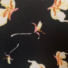 Sød bluse fra Pieces i et smukt blomsterprint 🌸  #Secondchancesummer