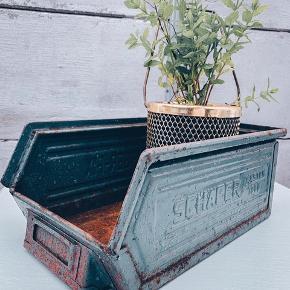 Så fed gammel metalkasse perfekt til haven 🍒  Sender gerne 🥳